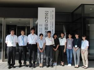 現地実行委員長の斉藤教授(中央)とスタッフ一同