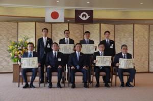 後列左から2番目松永教授、3番目江教授